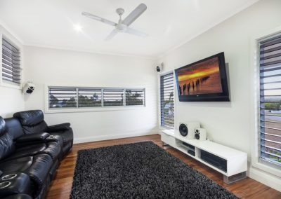 Louvres in the tv room keep occupants comfortable
